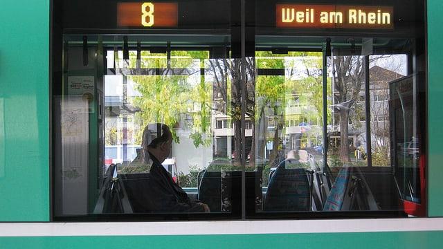 Tram mit Zielbeschriftung Weil am Rhein