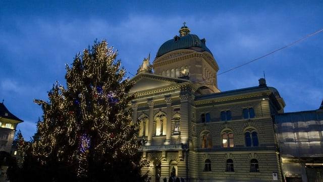 Chasa federala a Berna cun in pignol da Nadal.