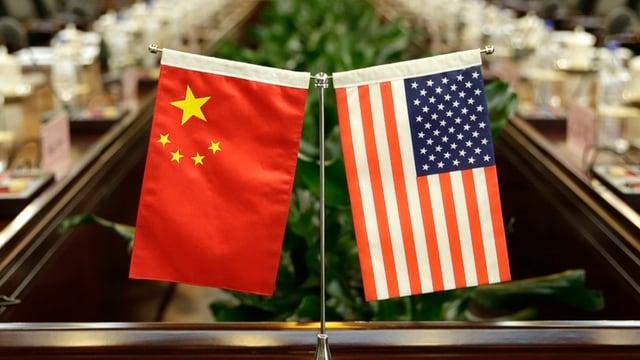 Las bandieras da la China e l'USA.