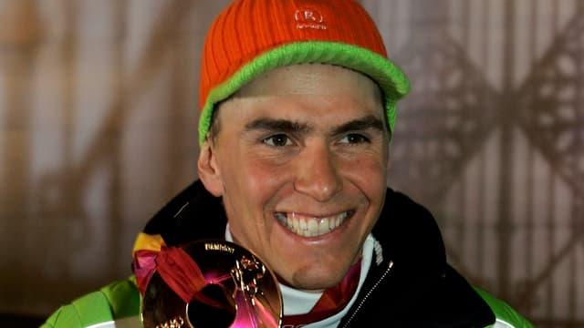Purtret da Michael Greis cun ina medaglia olimpica enta maun
