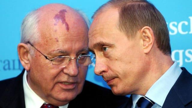 Gorbatschow und Putin bei einem Treffen im Jahr 2004.