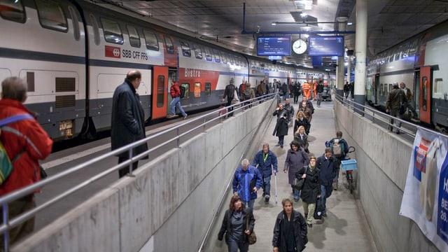Pendler im Bahnhof Bern