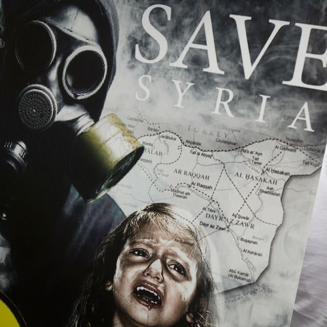 Transparent mit der Aufschrift «Save Syria»