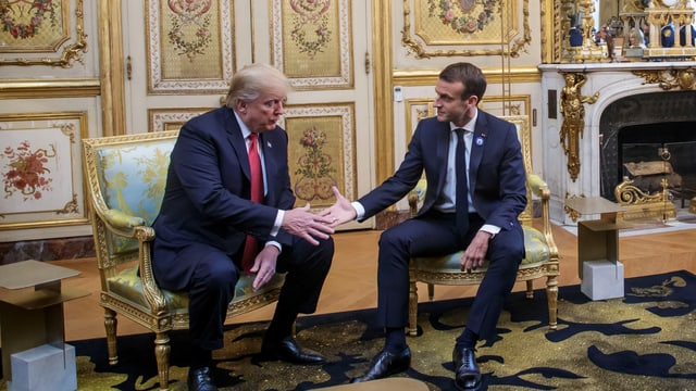 Trump und Macron reichen sich die Hand