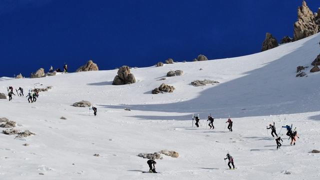 patruglia da skis cun tura