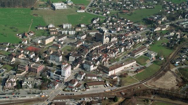 Die Altstadt von Uznach aus der Luft gesehen.