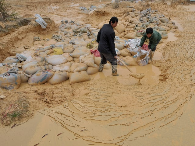 Arbeiter in einer Mine in der Jiangxi-Provinz im Südosten von China.
