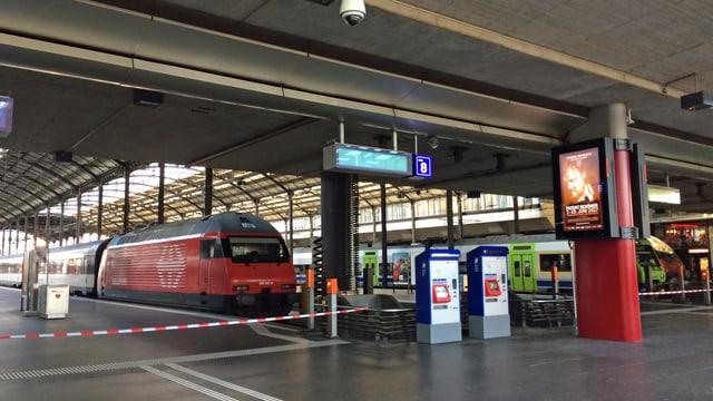 Bahnhof mit Absperrung