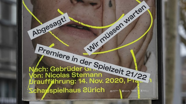 Plakat vor dem Zürcher Schauspielhaus.