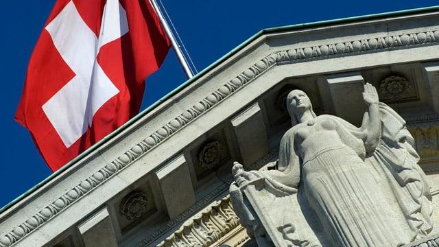 Die Statue Justizia beim Bundesgericht