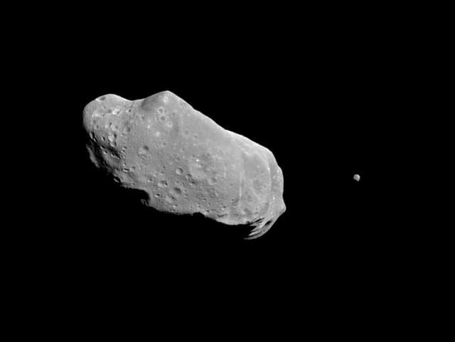 Bild eines Asteroiden im Weltall.