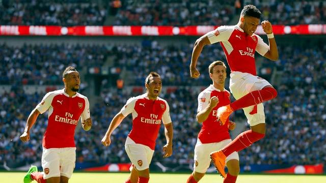 Alex Oxlaide-Chamberlain (ganz rechts) bejubelt das goldene 1:0.