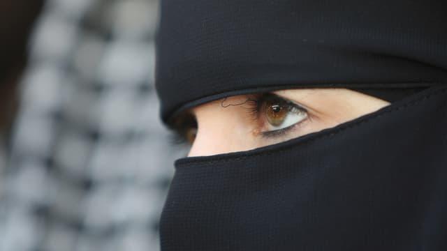 Augen in Burka.