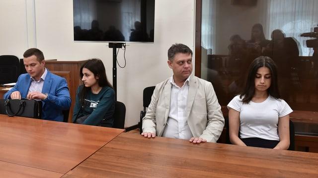 Angelina (rechts) und Maria (links) dfasda vor Gericht in Moskau.