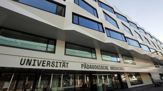 Das Gebäude der Universität Luzern von aussen.