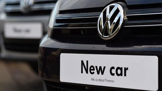 Ein VW mit dem Schild: «New car».