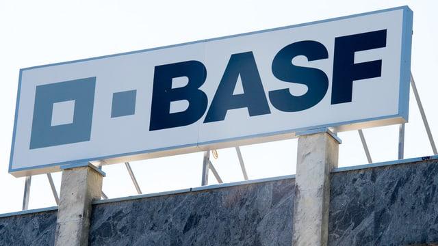 Firmenschild BASF.