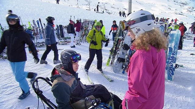 Video «Menschen mit und ohne Behinderung: Gemeinsam auf die Skipisten» abspielen