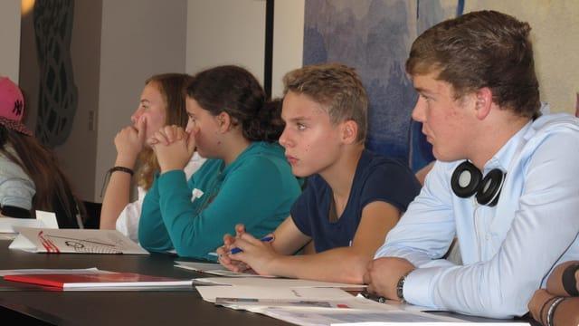 Vier Jugendliche an der ersten Jugendsession des Kantons Luzern.
