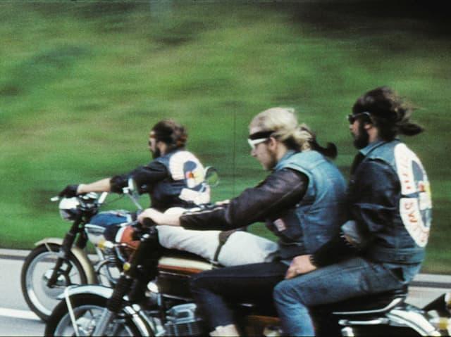 Drei Hell's Angles auf Motorrädern.