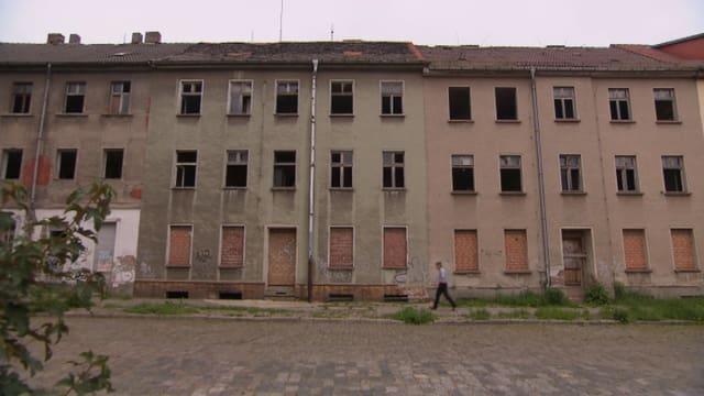 Leerstehende Häuserzeile in Dessau