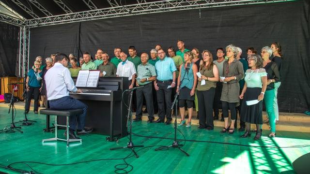 Impressiuns da la 45avla festa da chant districtuala a Falera.