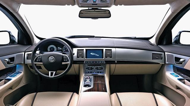 Video ««Tacho» - Jaguar XF Sportbrake, Rinspeed & Oldtimermesse Fribourg» abspielen
