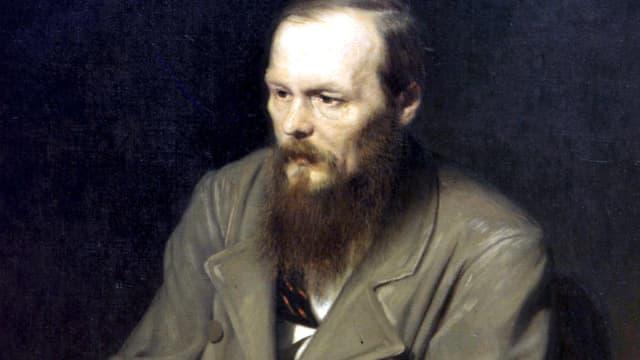 Ein Porträt von Fjodor Dostojewski. Er trägt Bart und Lederjacke.