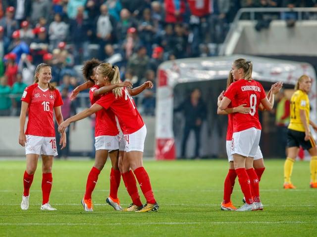 Die Frauen-Nati bekommt es in den WM-Playoffs mit einem starken Widersacher zu tun.