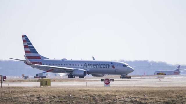 In aviun dal tip Boeing 737 Max dad American Airlines.
