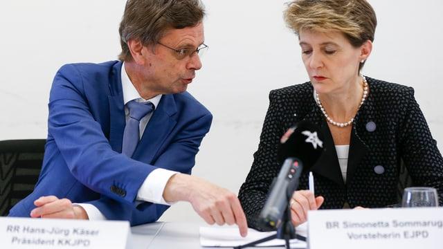 Hans-Jürg Käser, Konferenz der Kantonalen Justiz und Polizeidirektoren, und Bundesrätin Simonetta Sommaruga.
