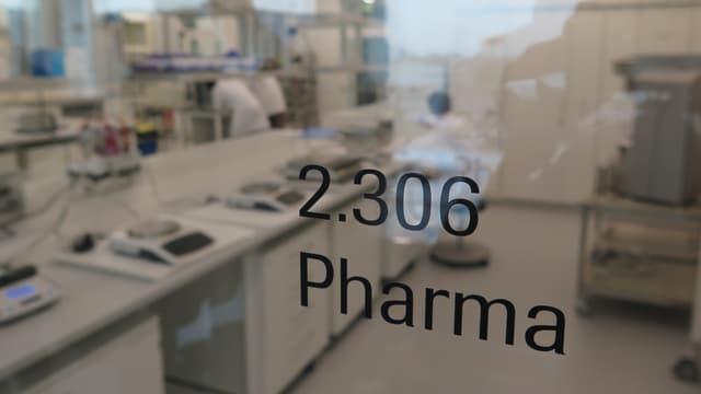Das neue Ausbildungszentrum von Roche im aargauischen Kaiseraugst, ein Blick in die Pharma-Abteilung, aufgenommen im Januar 2015.