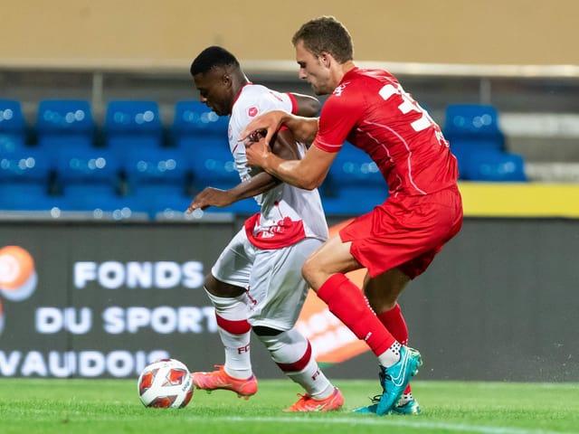 Winterthurs Neftali Manzambi gegen Lausannes Lucas Pos.
