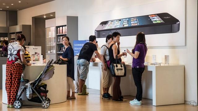 Leute in China in einem Apple-Store