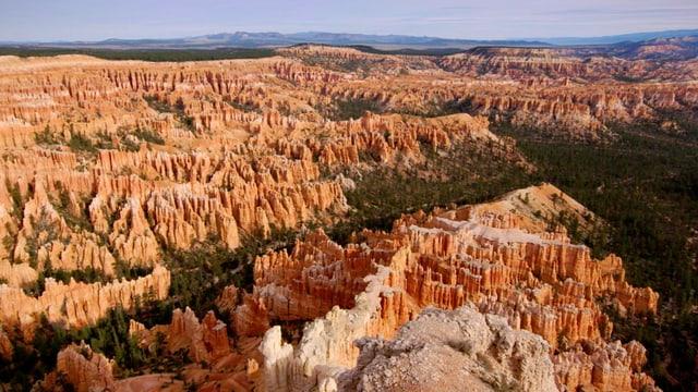 Video «Auf den Spuren der ersten Siedler (1/3) - Im Land der Canyons & Cowboys» abspielen