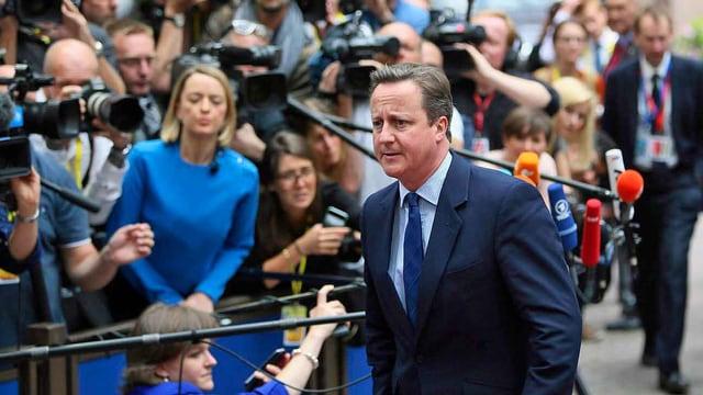 Cameron vor Journalisten