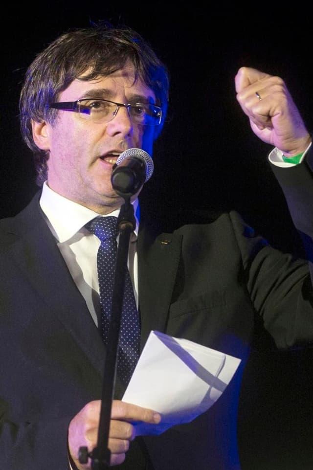 Carles Puigdemont hält Rede.