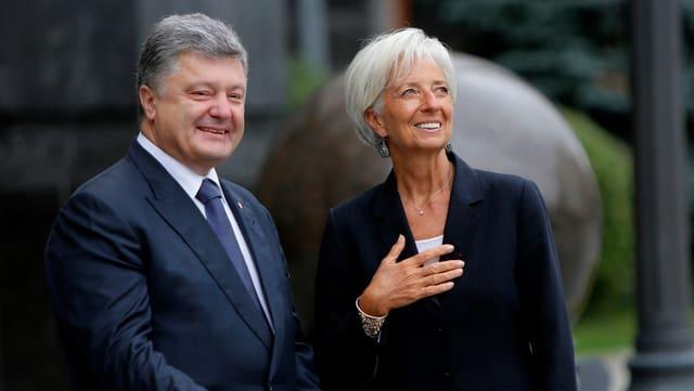 Il president ucranais Petro Poroshenko en discurs cun la scheffa da l'IWF Christine Lagarde.