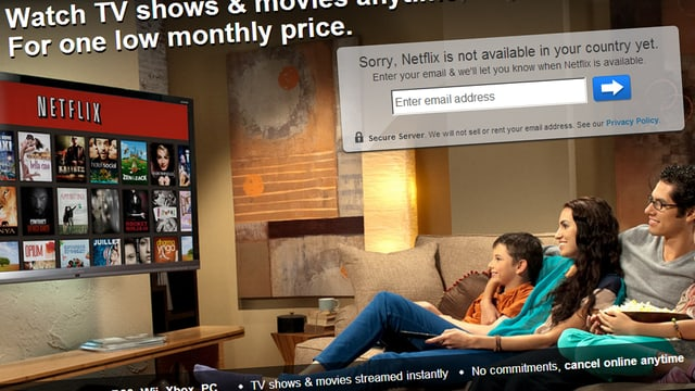 Eine Familie beim Fernsehschauen via den Streaming-Dienst Netflix.