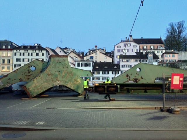 Aufbau des Hafenkrans am Zürcher Limmatquai