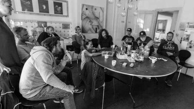 Sitzung am Runden Tisch mit Bands und Jury