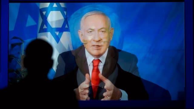 Benjamin Netanjahu spricht im Fernsehen