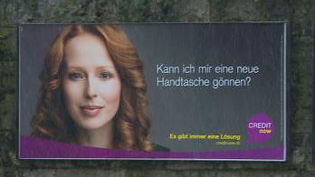 Werbeplakat mit der Aufschrift: Kann ich mir eine neue Handtasche gönnen?
