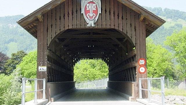 Eine alte Holzbrücke in Nidwalden.