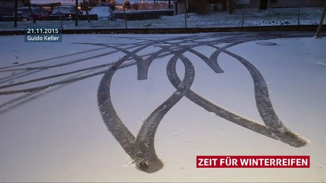 Reifenspuren im Schnee.