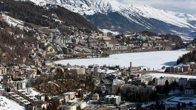St. Moritz Bad, unten, und Dorf, oben, im Winter. (keystone)