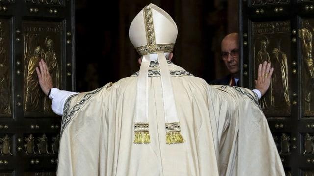 Papa Francestg avra il portal sontg dal dom da son Peder.