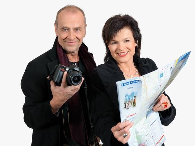 Regi Sager und Joschi Kühne mit Stadtkarte.