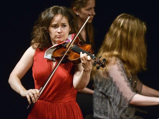 Geigerin Patricia Kopatchinskaja bei einem Konzert.