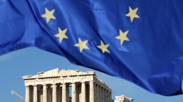 La bandiera da l'UE sur l'Acropolis ad Athen.